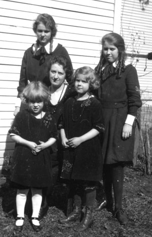 Rose Drueke and daughters